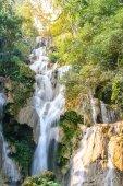 Kouangxi vodopád v Luang Prabang v Laosu