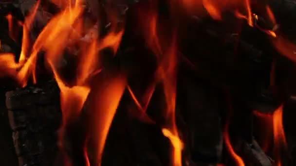 oranžové plameny. hořící oheň