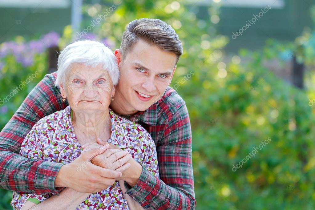 Красиво Трахает Бабушку Раком
