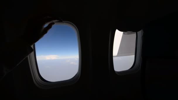 Closing aircraft window shade