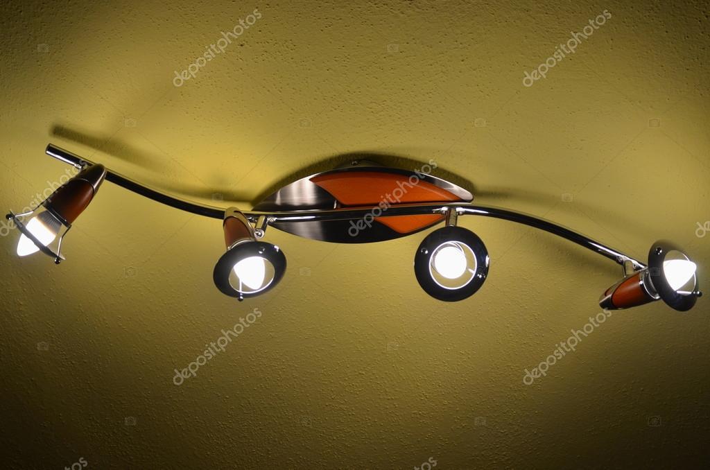 Plafoniera Con Lampada A Vista : Casa plafoniera con lampade a led u foto stock hanatipplova