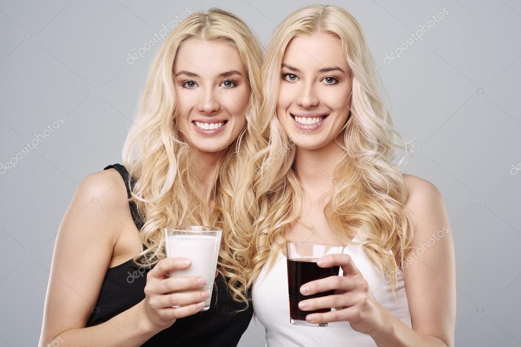 Schwarze Zwillinge Ausgereifte Masturbation-Pornoröhren