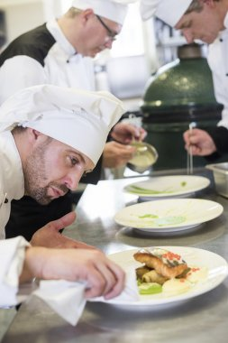 Cook cleaning plate before serving it