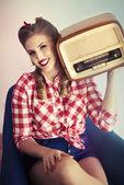 Pin-Up lány, retro rádió