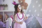 Fotografie malá princezna s kouzelnou hůlkou