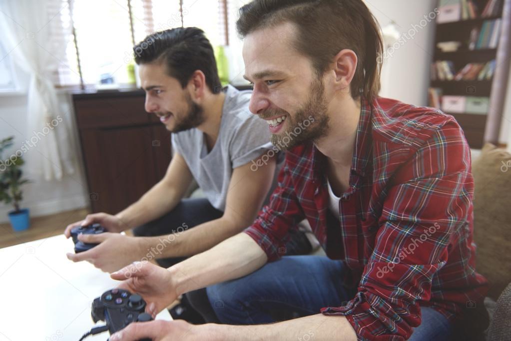 Imagenes Chicos Jugando Play Hombres Jugando Playstation Foto