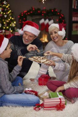 happy family eating cookies
