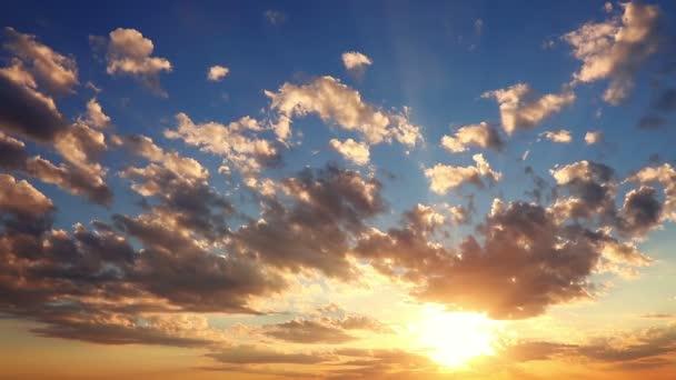 Východ slunce. Barevné ranní obloze. Časová prodleva