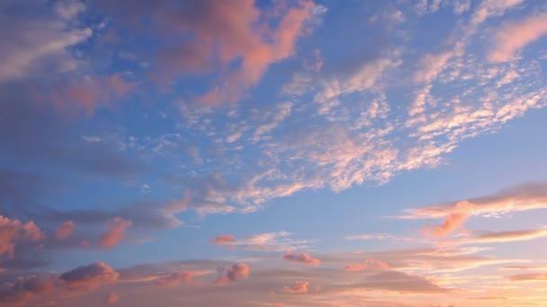 oblaka na východ slunce. timelapse