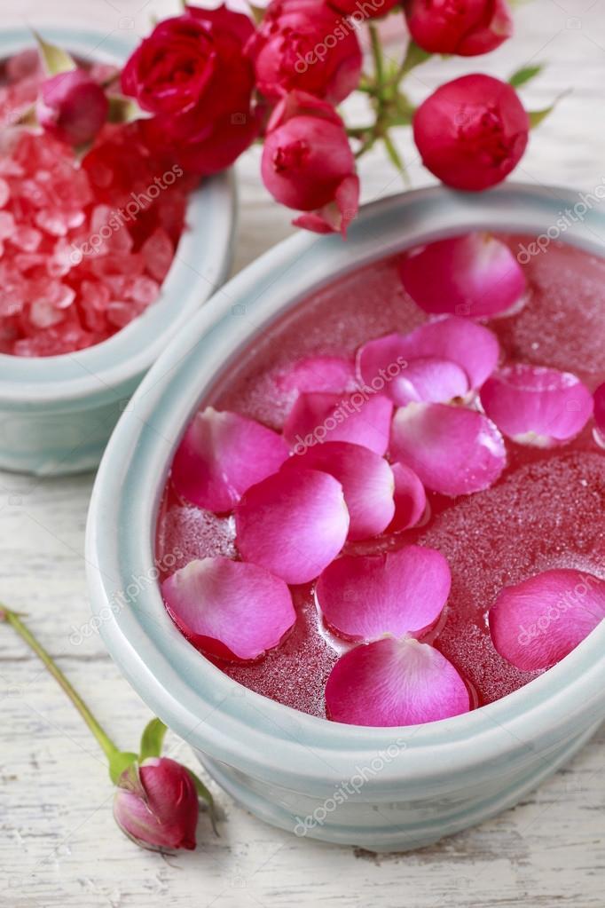 Uñas spa enriquecer el tratamiento con aceites esenciales y pétalos ...
