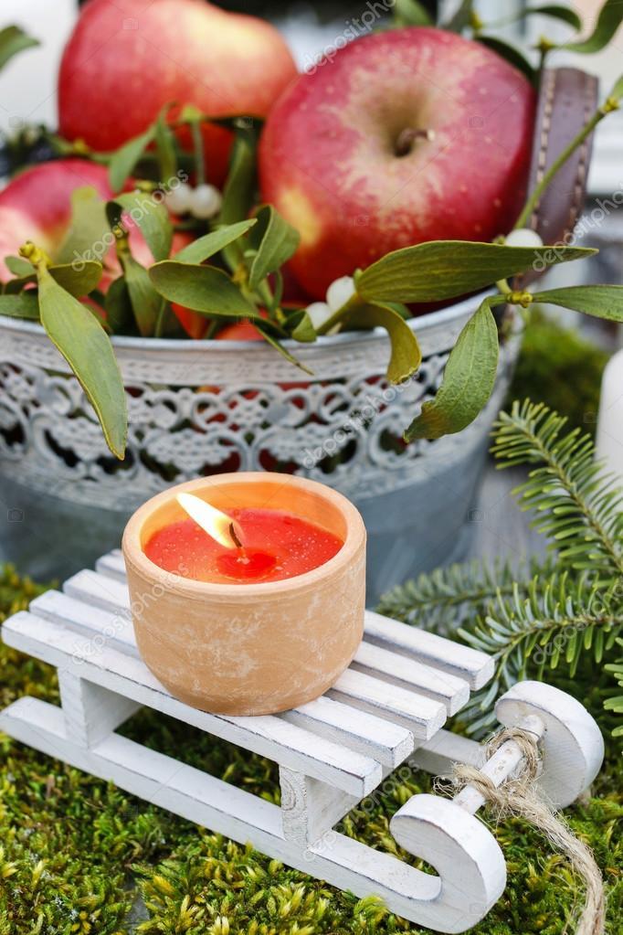 Giardino decorazione di natale con mele e lanterne foto for Decorazione lanterne natale