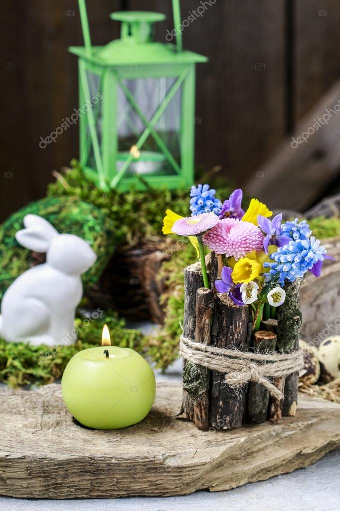 Decoration De Table Printemps Avec Des Batons Et Des Fleurs Fraiches