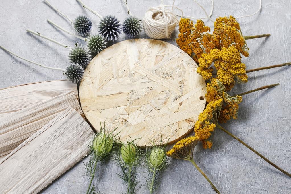 Decoracion De Otono Con Cardo Y Otras Plantas Secas De Otono - Plantas-secas-decoracion