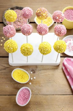 How to decorate cake pops - step by step tutorial