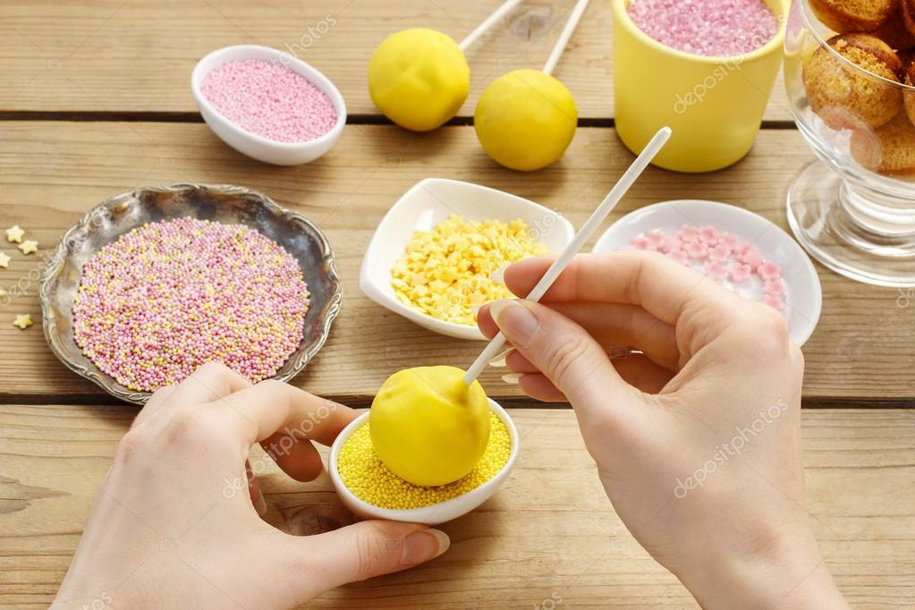 Cake Decorating Stock Images : Zdobeni dort pops   Stock Fotografie ? agneskantaruk #60140851