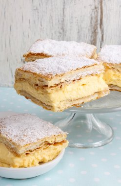 Cream pie made of two layers of puff pastry, filled with whipped