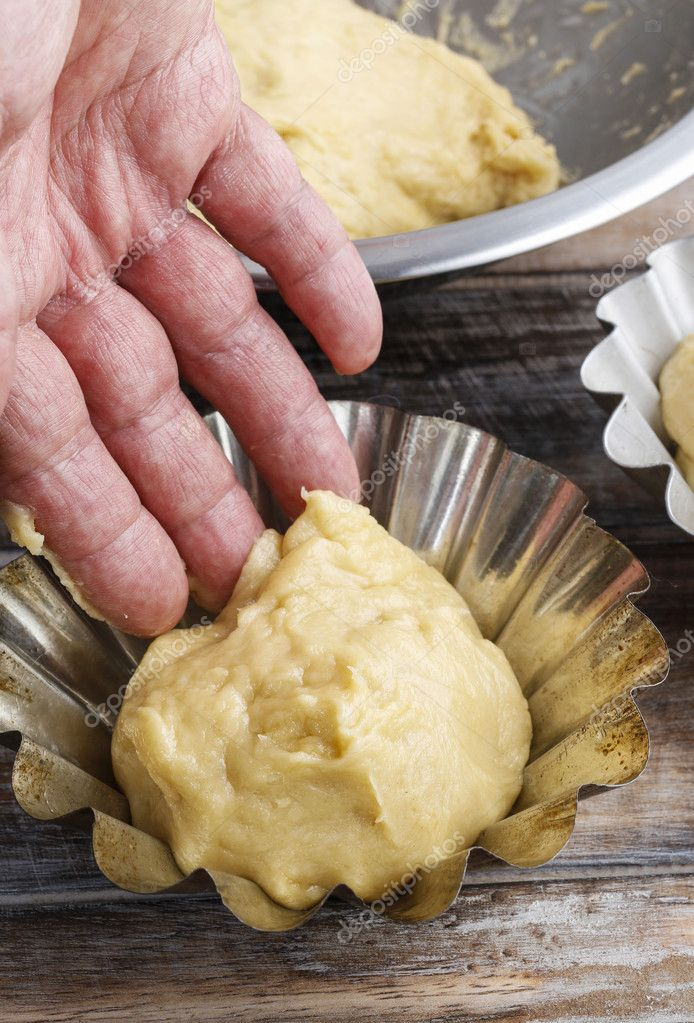 making yeast doughs It also stretches the gluten on the outside of the dough and forms a skin that helps it retain the gases produced by the yeast step 7: resting the benching or resting lasts approximately 20 to 30 minutes and relaxes the gluten, making the final shaping of the dough easier.
