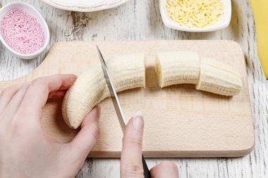 How to make chocolate dipped bananas - tutorial