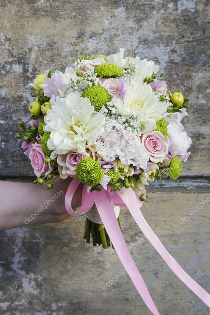 Hochzeitsstrauss Mit Chrysanthemen Und Nelken Stockfoto