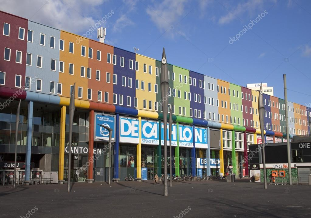 1cc60feb85db4e Amsterdam,the netherlands - February 16 ,2016: Decathlon sports store  surmounted by a beautiful facade with different colors — Photo by ...