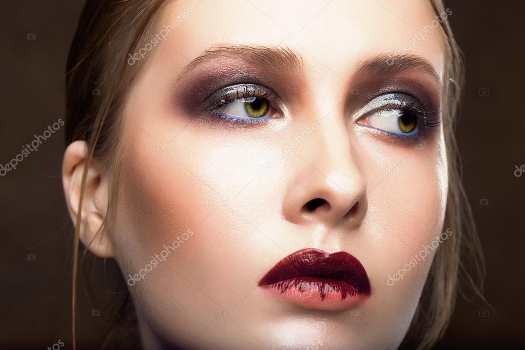 80100ad5fca0 Πορτρέτο του όμορφη νεαρή γυναίκα. τέλειο μακιγιάζ. μόδα φωτογραφία — Φωτογραφία  Αρχείου
