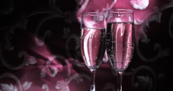 Bubliny ve sklenici šampaňského zblízka