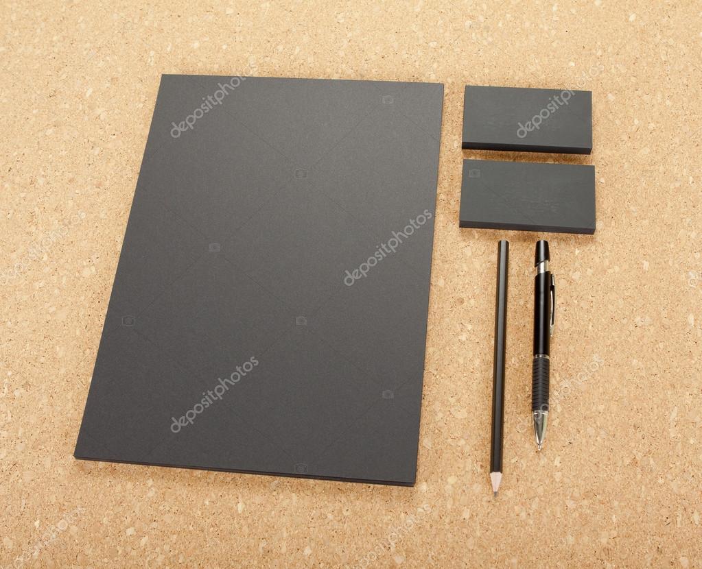 Papeterie Blanc A Bord De Liege Compose Cartes Visite A4 Papier En Tete Plume Et Crayon Images Stock Libres Droits