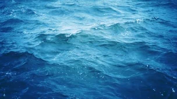 Zpomalený pohyb vln