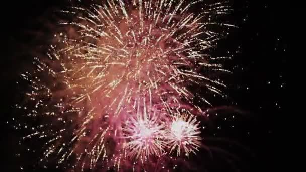 Oslavy a ohňostroje exploze