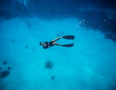 Freediver doing the tumbs up sign in San Andres Colombia