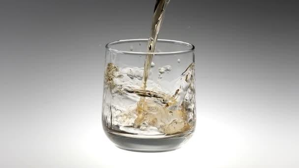 180fps Super Slow Motion Whisky do skla