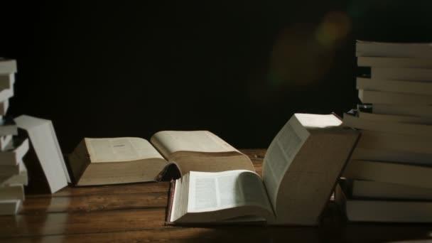 Knihy na stůl