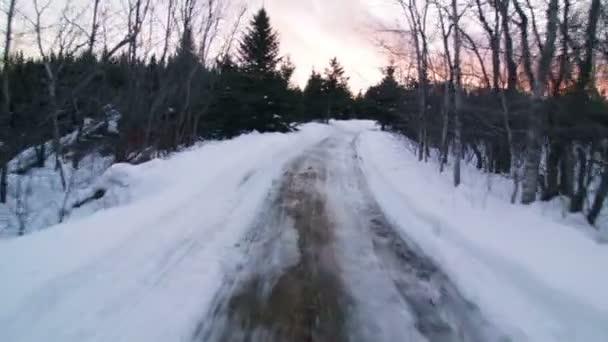 Jízdy na malé terénní vozidlo v zimě