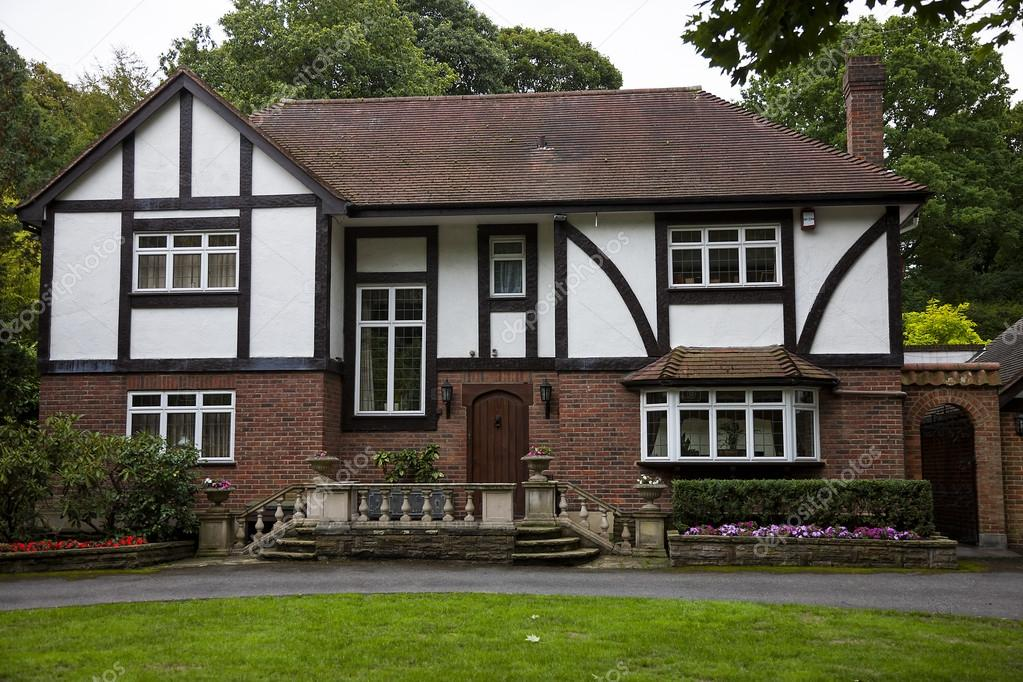 Tipica casa inglese foto editoriale stock banoart for Case inglesi foto