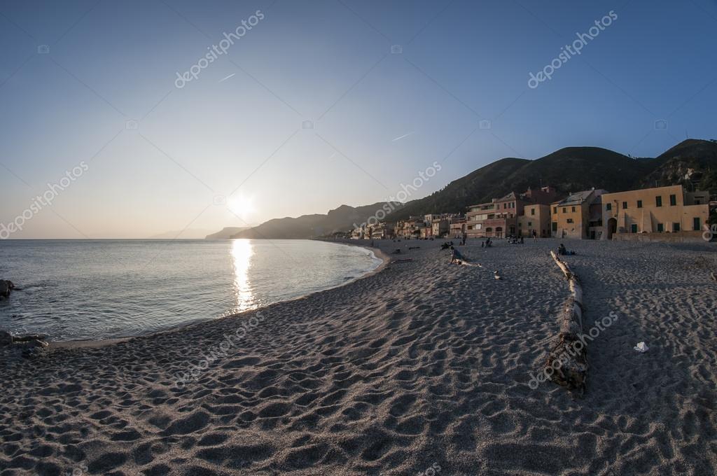 Matrimonio Spiaggia Varigotti : Spiaggia di varigotti — foto stock erphotos