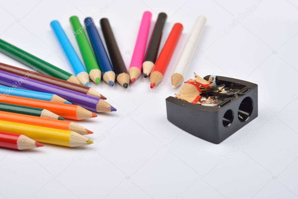 Cerca de lápices de colores con sacapuntas de lápiz negro un — Fotos ...