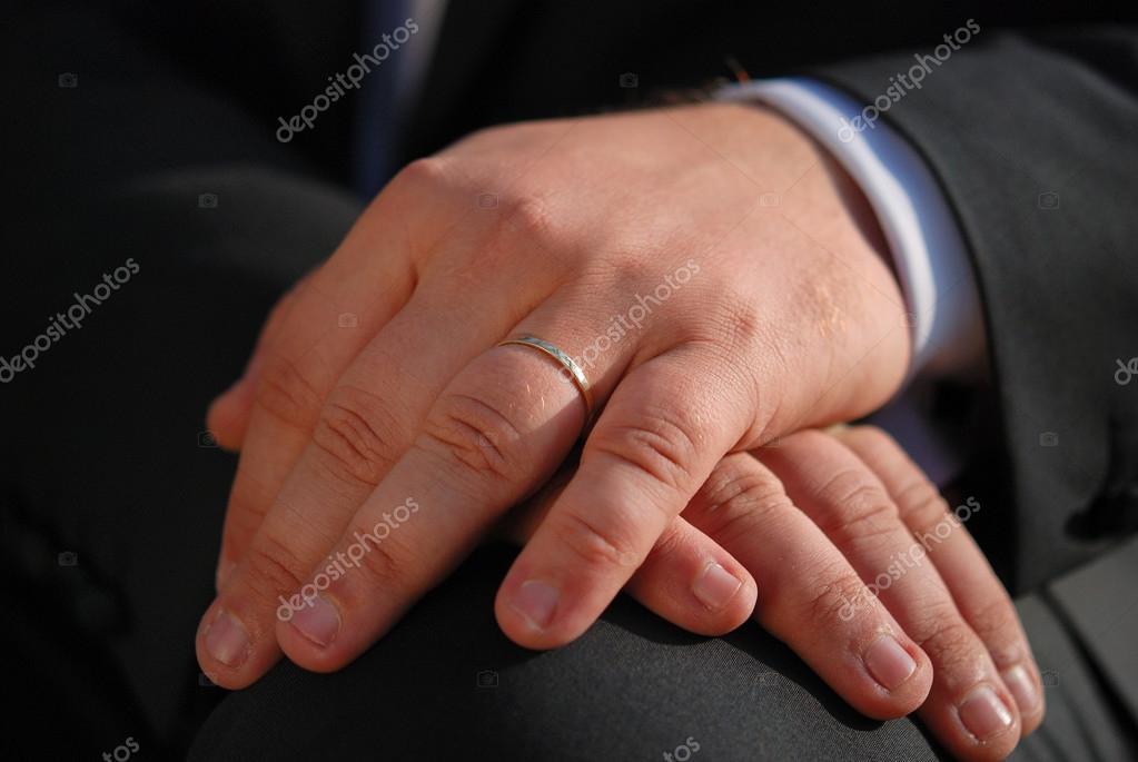 bague homme sur main