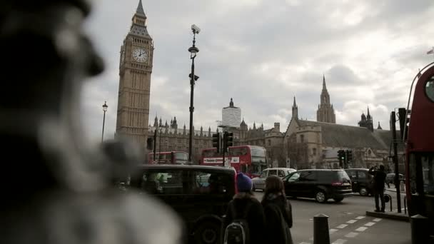 Westminster na Parliament Square v Londýně