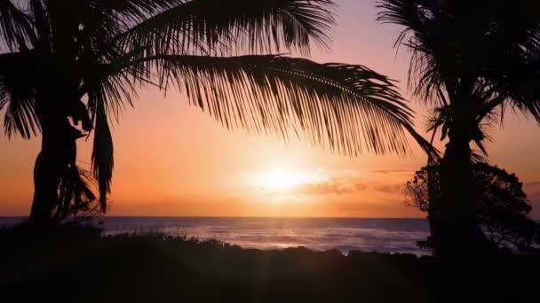 Západ slunce nad exotické beach