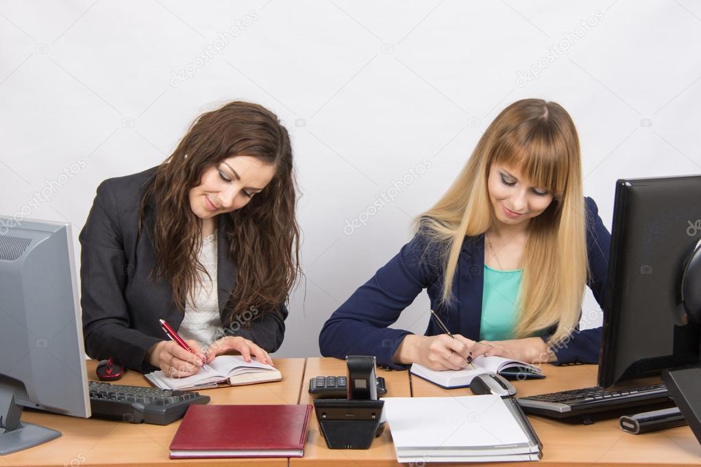 Imágenes: Mujer Trabajando En Oficina