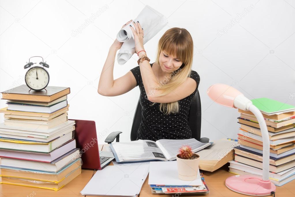 Etudiant Universitaire De Fatigue Et De Colere Froisse Dessin Et Bat