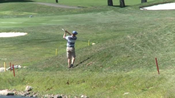 Golfista sekání z drsné