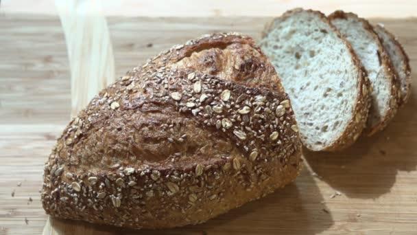 plátky čerstvý chléb na stůl