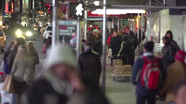 az emberek az utcán a New York-i