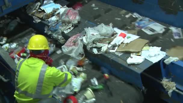 Dietro le quinte a passi di riciclaggio moderno