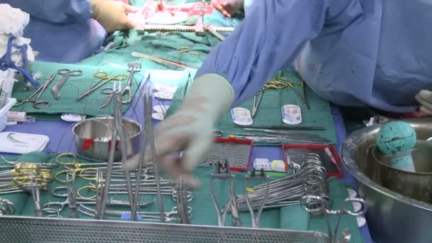 Chirurgische Instrumente während der Operation
