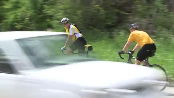 Cyklisty, kteří vedle silnice (6 z 9)