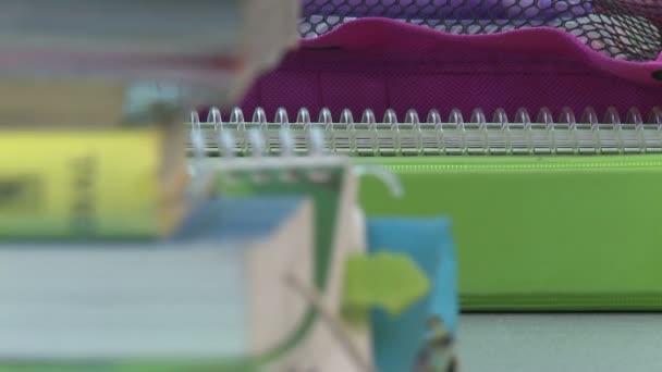 Tankönyvek és notebook-ok, asztal (4 / 5)