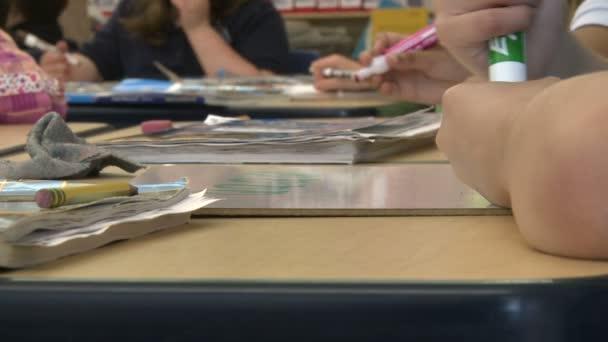 Gimnázium diák használata Magic markerek (4-8)