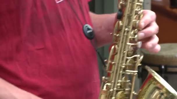 Szaxofon-lejátszó (2. 3 zenekar)